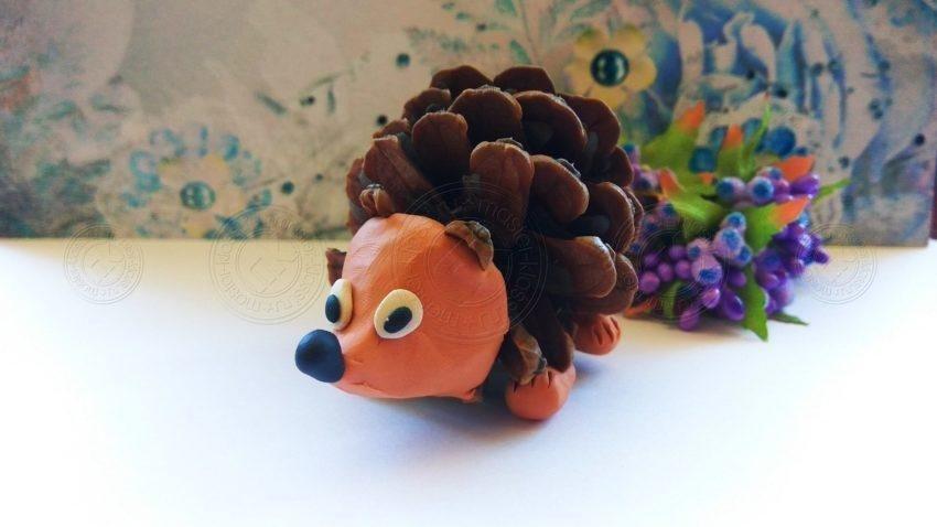 Ежик из шишки и пластилина: инструкция по созданию красивой поделки из пластилина для детей (мастер-класс + фото)