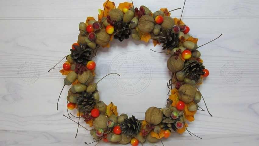 Осенний венок из природного материала своими руками: мастер-класс + пошаговая инструкция, как сплести красивый венок