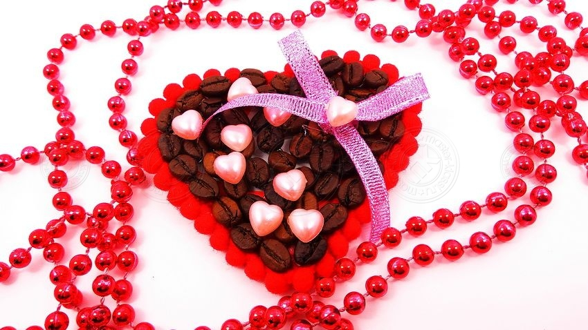 Яркая валентинка, декорированная кофе на 14 февраля — учимся делать украшение своими руками