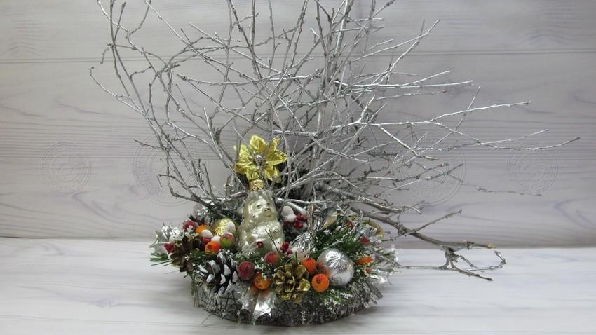 Новогодняя композиция из веток — урок по созданию декора и украшений на Новый Год своими руками